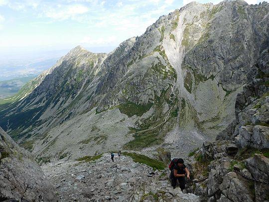 Widok na Zadni Granat (z prawej) i Żółtą Turnię (dalej z lewej) spod Koziej Przełęczy.