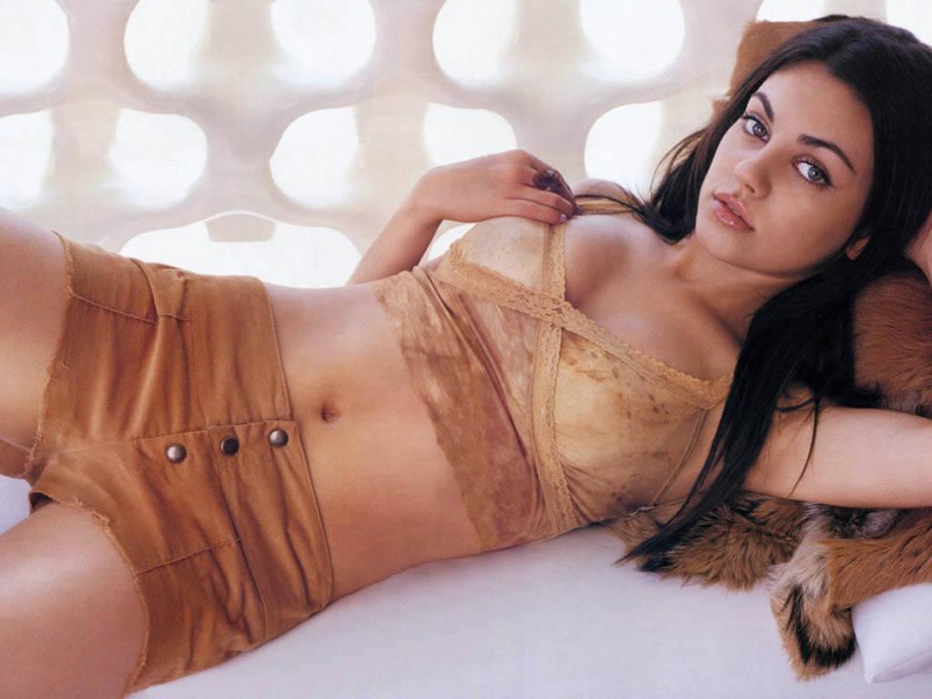 Mila Kunis Sexy Pictures 13