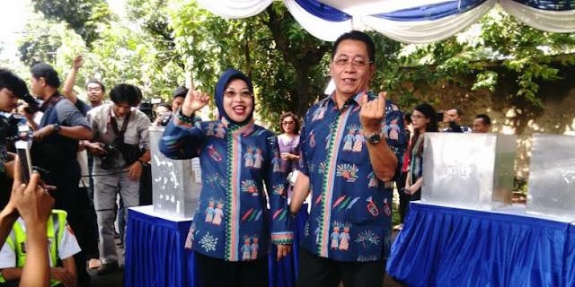 Calon wakil gubernur DKI Sylviana Murni dan suaminya Gde Sardjana