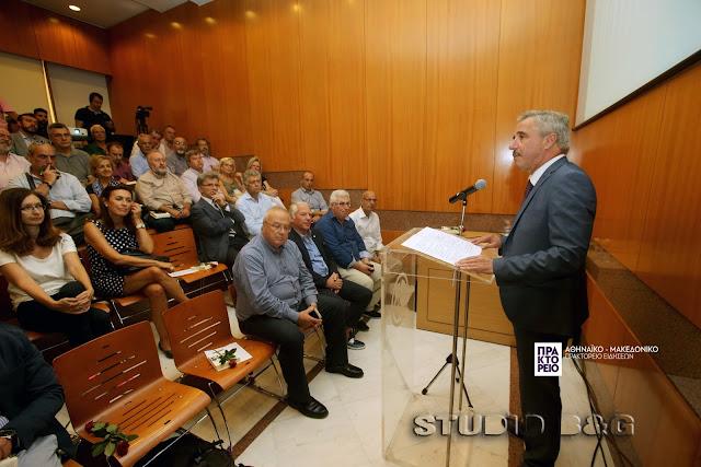 Ο Γιάννης Μανιάτης ανακοίνωσε την υποψηφιότητά του για την ηγεσία της Κεντροαριστεράς (βίντεο)