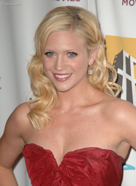 Brittany Snow Hot Hd Wallpapers Sports Updates