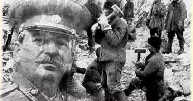 Ρωσία: Αφαιρείται η επιτοίχια πλάκα που είχε τοποθετηθεί προς τιμήν του Στάλιν!και κλάμα οι υμνητές του ανθρωπίνου κτήνους!!
