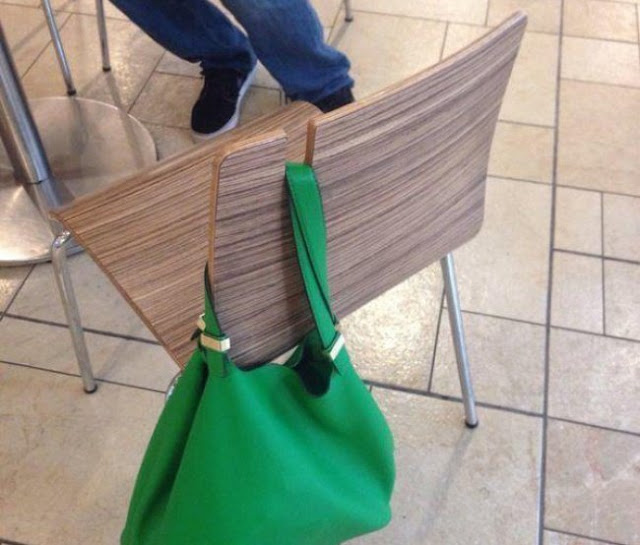 Há projetos maravilhosos de cadeiras que podem segurar as bolsas... Eu gostaria que houvesse tais coisas em nosso país!