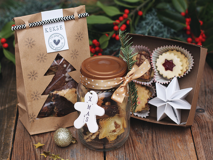 weihnachtspl tzchen nett verpackt cuchikind adventskalender 2015 t rchen 20 puppenzimmer. Black Bedroom Furniture Sets. Home Design Ideas