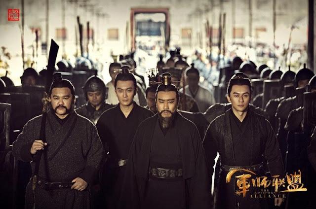 โจโฉ (คนกลาง) รับบทโดย หยูเหอเหว่ย ผู้เคยรับบทเป็นเล่าปี่ในสามก๊ก 2010