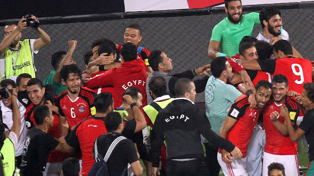 Festejo de Egipto al clasificar a Rusia 2018, su primer mundial en 28 años