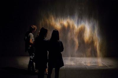 Olafur Eliasson, Beauty, 1993 Spotlight, water, nozzles, hose, pump  Courtesy the artist; Tanya Bonakdar Gallery, New York; neugerriemschneider, Berlin  Photo: Sébastien Roy, Image courtesy of @ MAC Museum