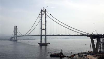 Teröre karşı cevap olarak köprü
