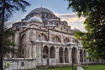 Paket Masjid-masjid Penuh Sejarah Islam Di Istanbul Turki