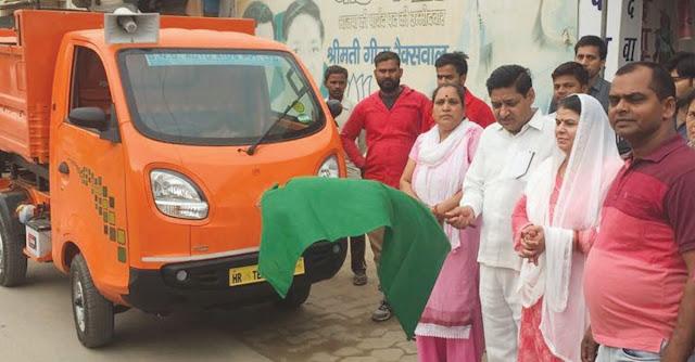 Parashad Geeta Raxwal and Om Prakash Raxwal started the campaign of cleanliness in Ward 23