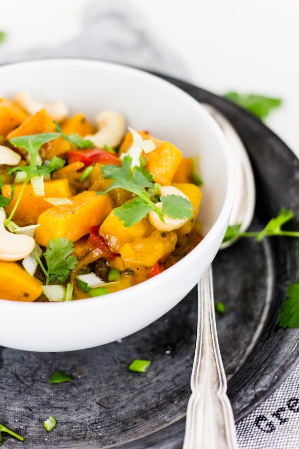 Rezept für Vegetarisches Süßkartoffelcurry mit fruchtiger Mango und Cashewkernen
