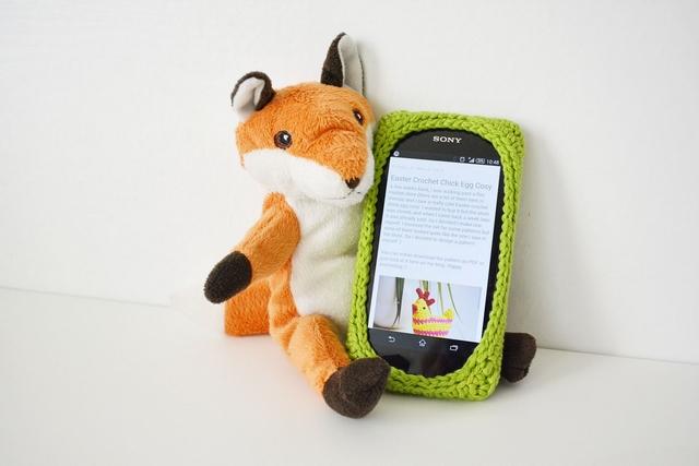 idea ivana crochet smartphone case free crochet pattern