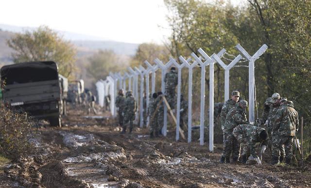 Οι Σκοπιανοί βάζουν σκυλιά να δαγκώνουν τους πρόσφυγες