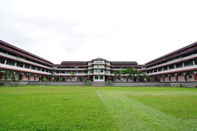 SMA Dwi Warna Sebagai Islamic Boarding School