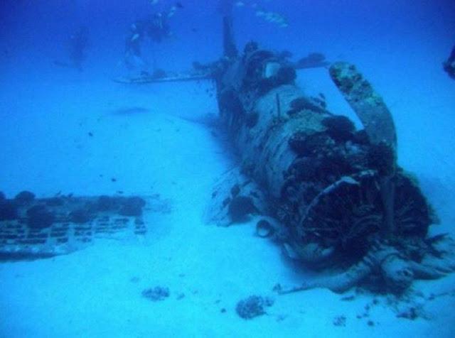 Pesawat F4U Corsair yang jatuh di laut