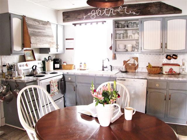 spring farmhouse kitchen decor