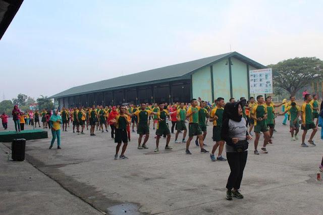 Jaga Kesehatan, Prajurit Yonkav 8 Kostrad Lari 5 Km Dilanjutkan Senam Bersama Persit