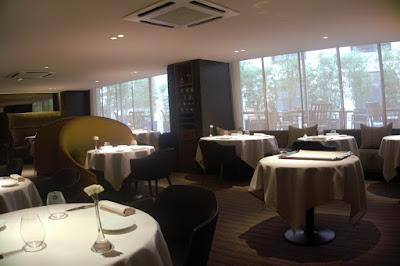 Salle du restaurant le Quinzième par Cyril Lignac.