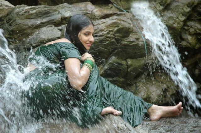 एक मानविय चोमासाने वरसवाना एंधाण आपे छे Gujarati Kavita By Naresh K. Dodia
