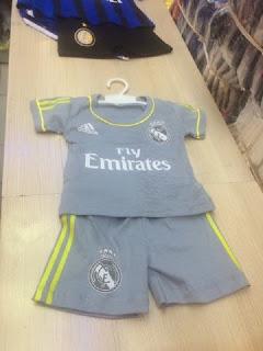 gambar desain terbaru musim depan madrid away gamabr foto dan photo kamera Jersey setelan bayi Real Madrid away terbaru musim 2015/2016 di enkosa sport toko online terpercaya lokasi di jakarta pasar tanah abang