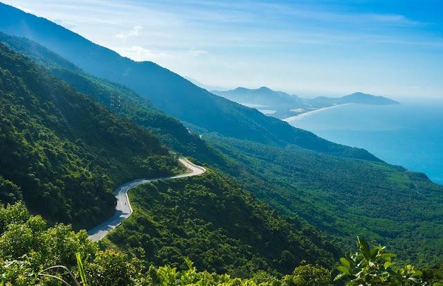 Da Nang to Hue by Car - Travel central Vietnam The-Hai-Van-pass-from-da-nang-to-hue