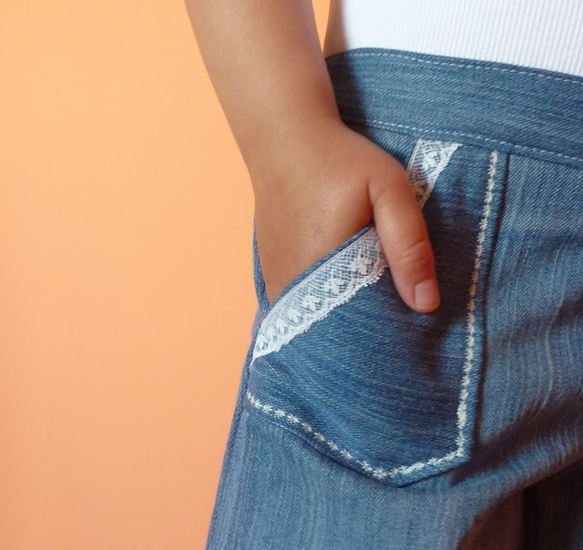 Jacobpants: pocket lace detail