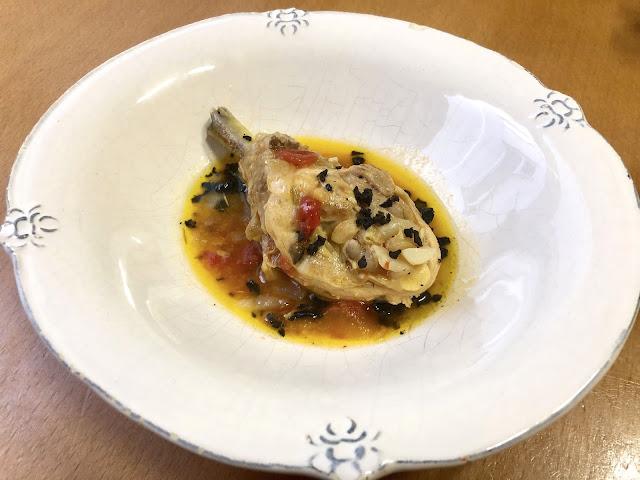 Pollo A La Cazadora… Con Laurel, Tomillo Y Aceituna Negra…