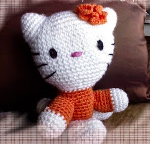 http://24-horas-es-poco.blogspot.com.es/2008/05/mi-kitty-sentada.html