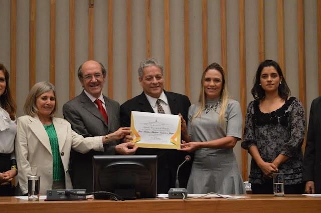 Celina Leão homenageia Jango com título de Cidadão Honorário de Brasília