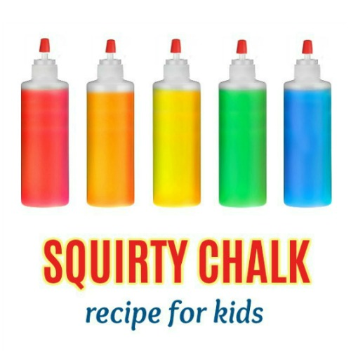 SIDEWALK SQUIRTY CHALK FOR KIDS.  Easy recipe!  #sidewalkchalk #sidewalkchalkideas #chalkrecipe #howtomakechalkpaint #playrecipesforkids