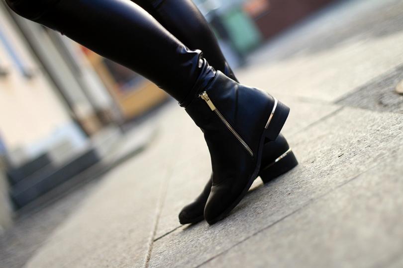 fashion, black total look, czarny set, wyprzedaż, reserved, sztyblety, botki, futerko, legginsy skórzane, legginsy, czarne, złote dodatki, lorus,