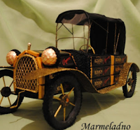 Ретро-автомобиль из конфет. Фото МК