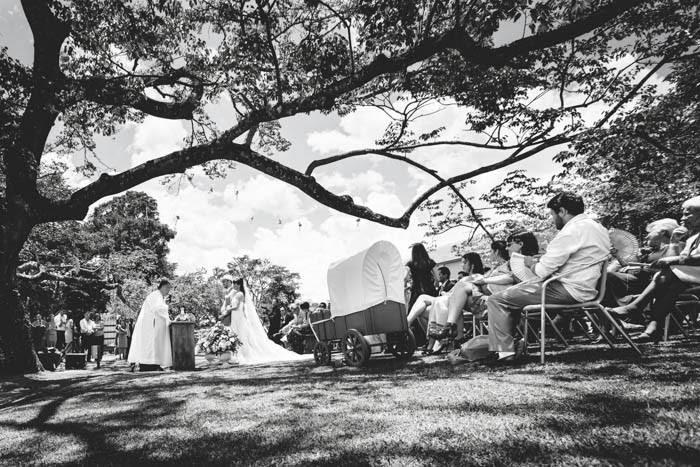 casamento-vale-verde-noivos-altar