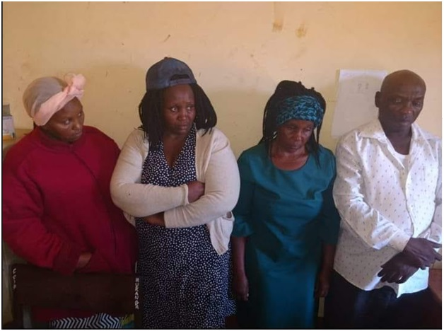 1 - These 4 grown up idiots were caught on CCTV breaking into a car at a hotel in Murang'a, what was in that bag they took? (PICs & VIDEO)