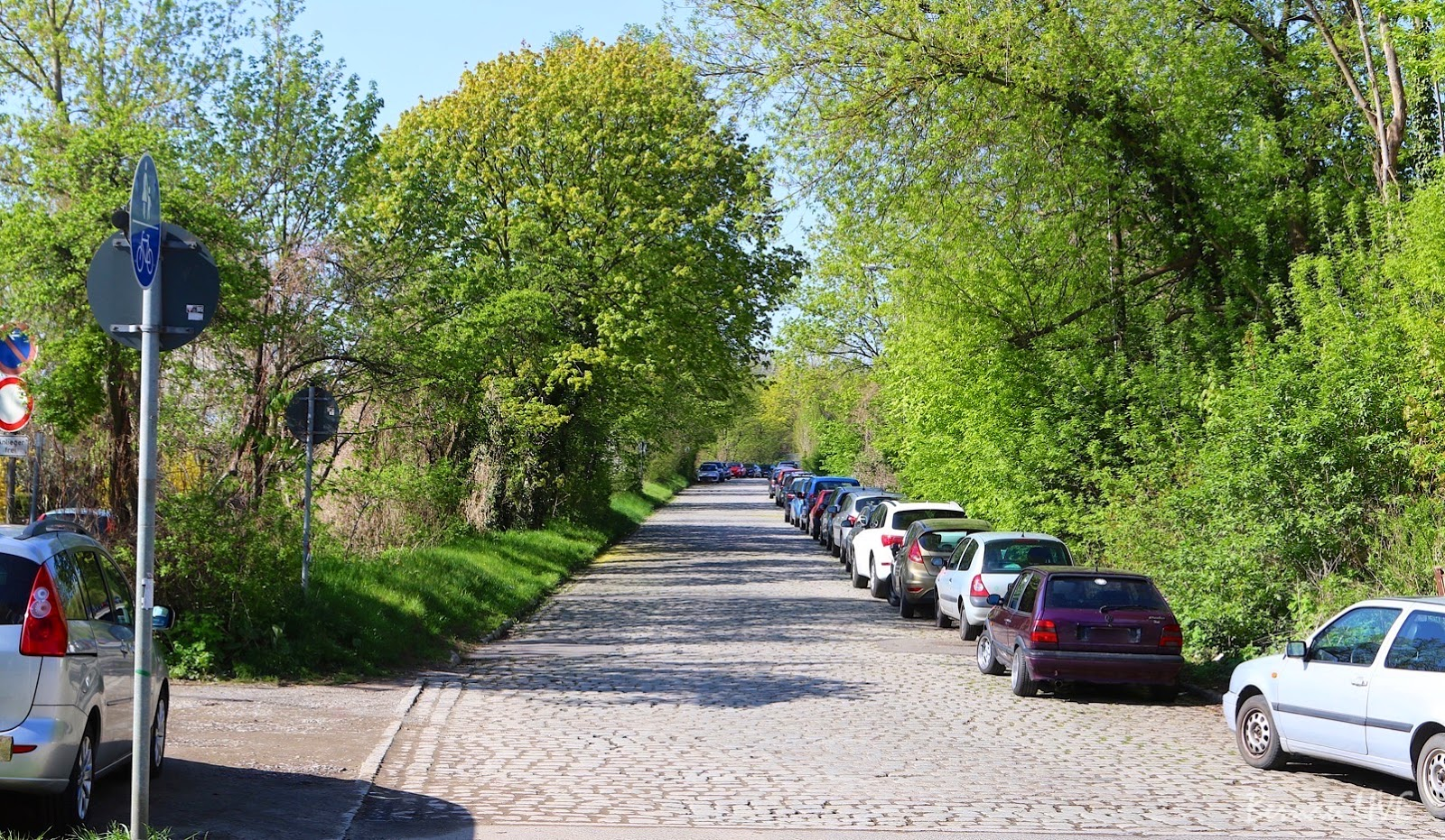 Bernau - Ärgernis: Parken verboten! Strasse auf der Rückseite vom Bahnhof Bernau soll gesperrt werden -