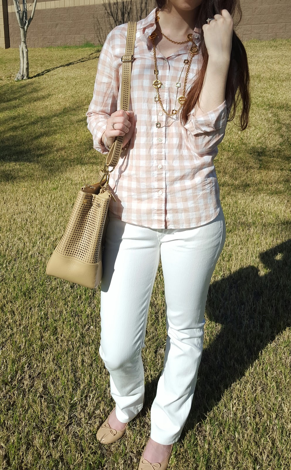 Chic Spring neutral outfit with white jeans