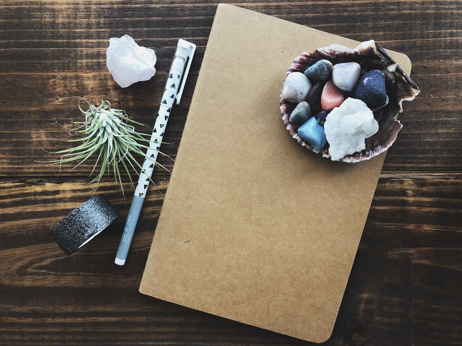 DIY: Moon Phases Bullet Journal by www.theartsyboho.com