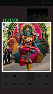 женщина в костюме петуха на карнавале