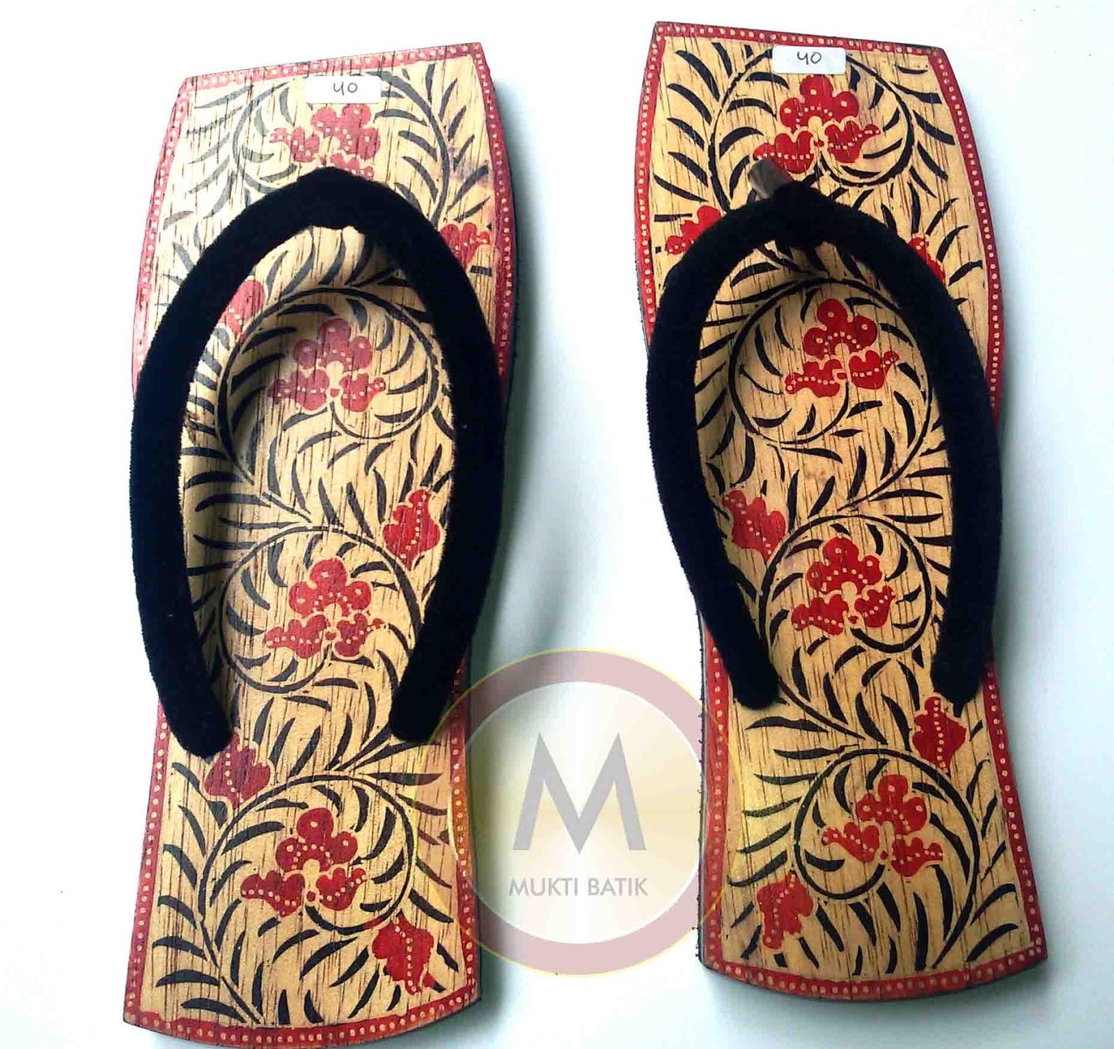 Sandal batik kayu