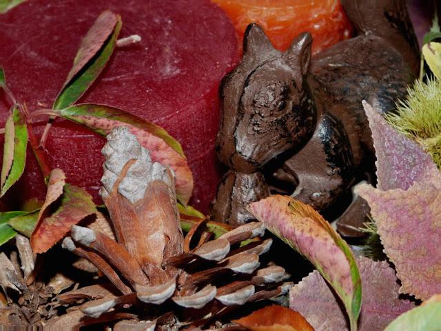 cesto-otoño-piñas-animales