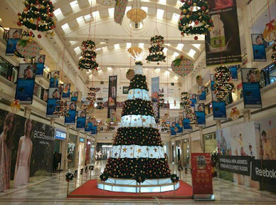 Christmas decors in Malls by Vibhu & Me