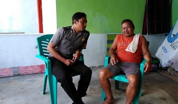 Bhabinkamtibmas Sampaikan Pesan Kamtibmas Pada Warga Desa Kumpang Ilong