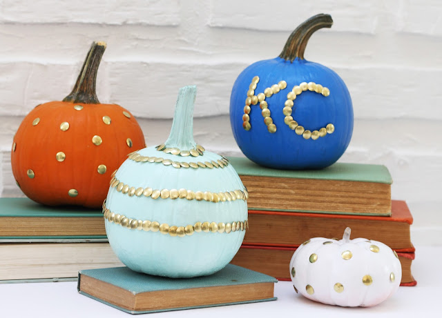 Try this easy and fun DIY push pin pumpkins tutorial. Gold thumb tacks are sure to pump up your pumpkins on a major budget this fall!