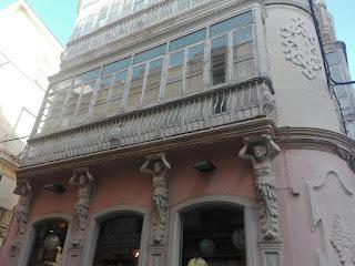 Balcones de Cádiz calle ancha