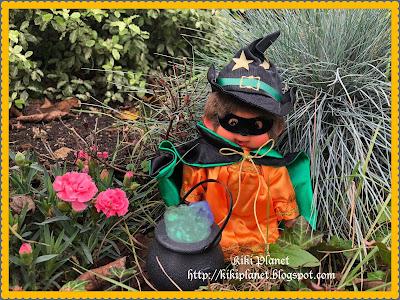 kiki monchhichi bebichhichi halloween sorcière chaudron