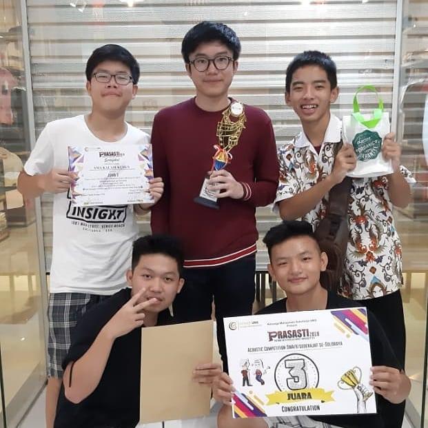 Grup Band SMA Kristen Kalam Kudus Sukoharjo Raih Juara 3 Acoustic Competition