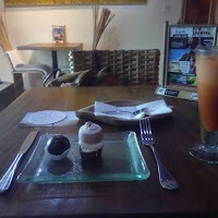 raw cakes and juice, divine earth, seminyak, kuta, bali