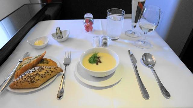 Menu makanan di penerbangan First Class Malaysia Airlines