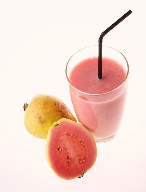 How to Make Fresh Guava Juice - RictasBlog