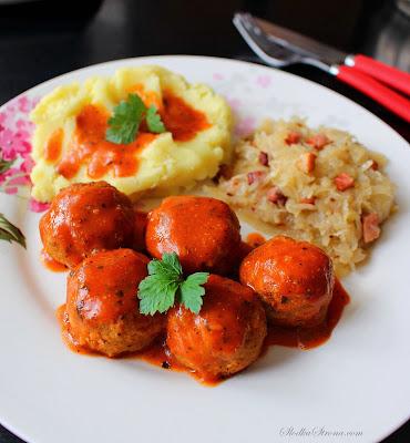 Mini Klopsiki z Sosie Pomidorowym - Przepis - Słodka Strona
